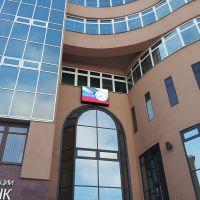Теперь фасад здания ЦБ РФ довольно таки медийный